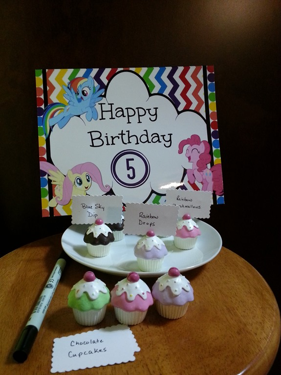 Cupcake Place Card Holder